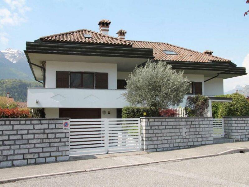 Ampia villa con giardino Tolmezzo