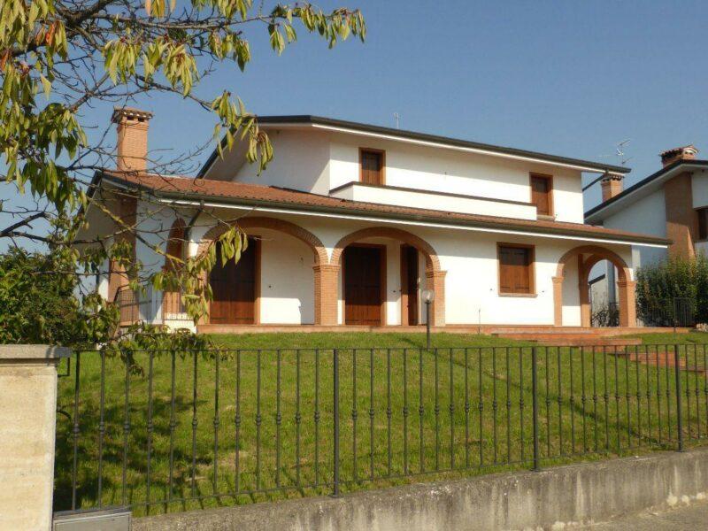 Elegante villa pluricamere Annone Veneto