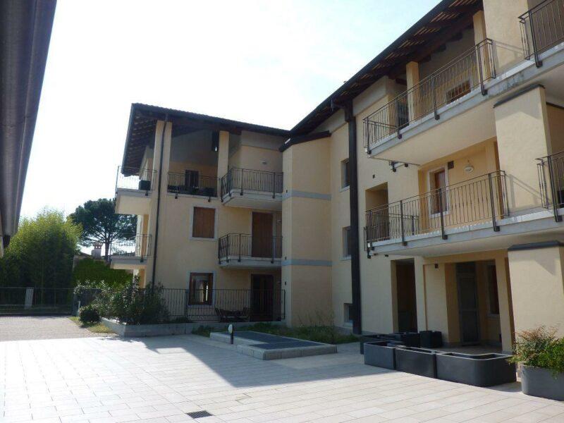 IN ELEGANTE RESIDENCE MINIAPPARTAMENTO IN CLASSE B CON CANTINA E GARAGE Udine