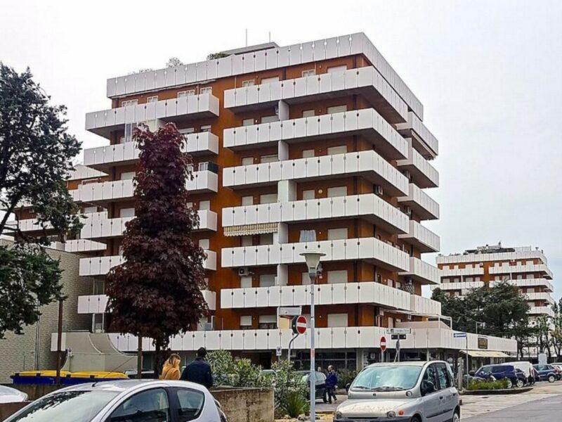 APPARTAMENTO BICAMERE IN CENTRO A SABBIADORO Lignano Sabbiadoro