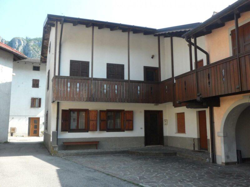 Casa tricamere con giardinetto Villa Santina