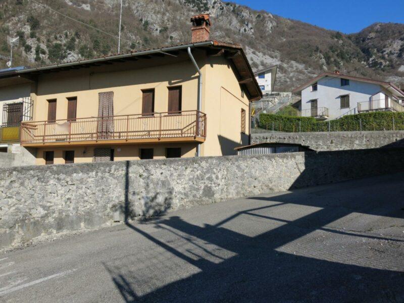 CASA DI TESTA BICAMERE CON CORTE PRIVATA Forgaria nel Friuli