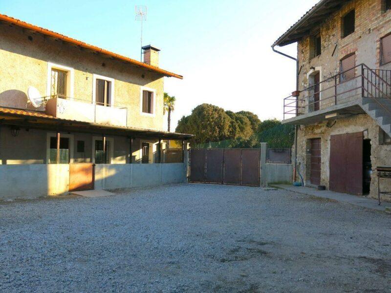 ACCOGLIENTE CASA DI TESTA BICAMERE CON GIARDINO E DIPENDENZA San Daniele del Friuli