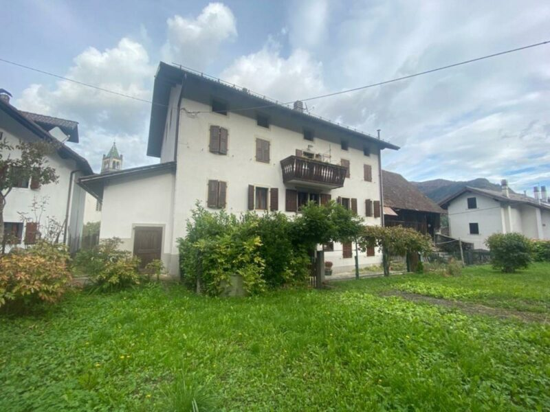 Casa con giardino Ovaro
