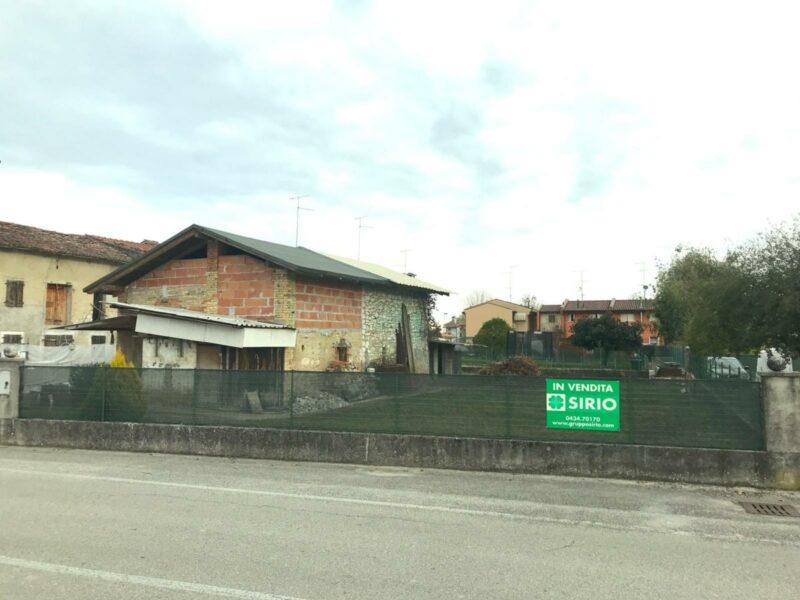 Terreno edificabile con fabbricato da demolire Fontanafredda