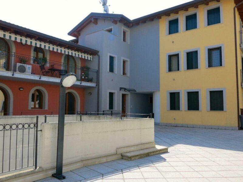 Appartamento bicamere con posto auto coperto Rive d'Arcano