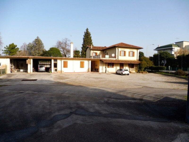 BIFAMILIARE A DUE PASSI DAL CENTRO CON AMPIO SCOPERTO. Cervignano del Friuli