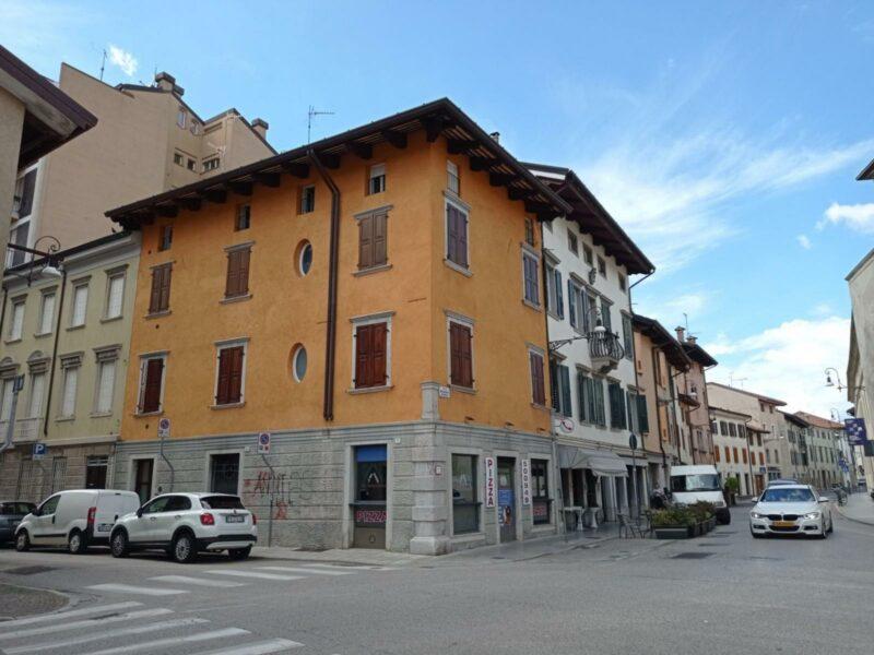 ELEGANTE APPARTAMENTO BICAMERE IN CENTRO Udine