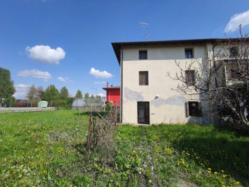 Casa di testa con ampio terreno Muzzana del Turgnano