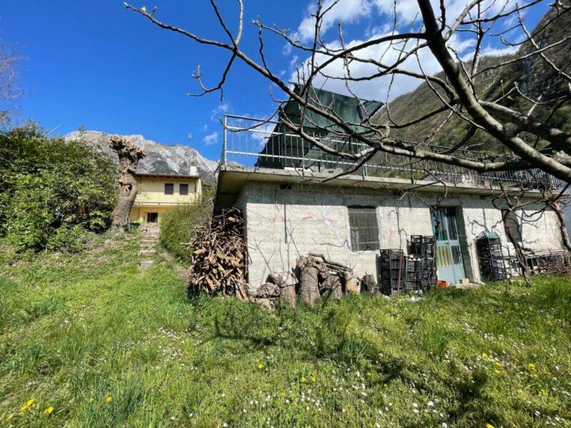 Rustico con terreno edificabile Gemona del Friuli