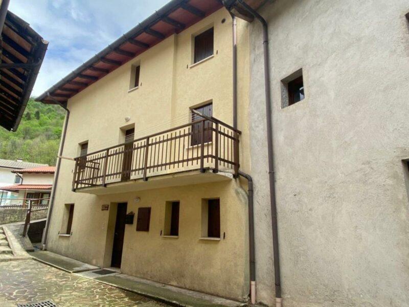 Casa bicamere con terreno Taipana