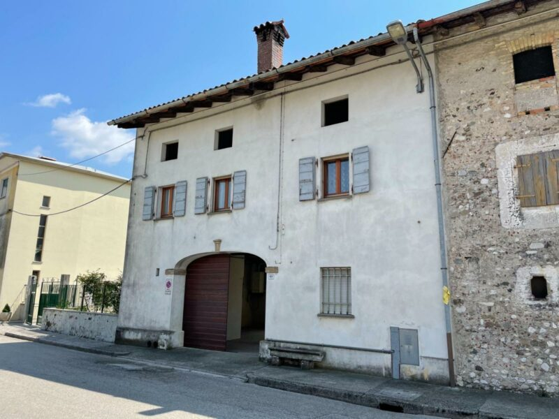 CORTE FRIULANA COMPLETA CON AMPIO TERRENO San Daniele del Friuli