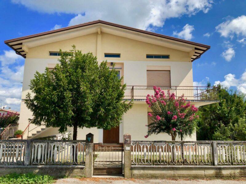 Ampio appartamento tricamere con giardino Pramaggiore