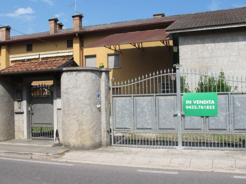 Porzione di casa indipendente Castions di Strada