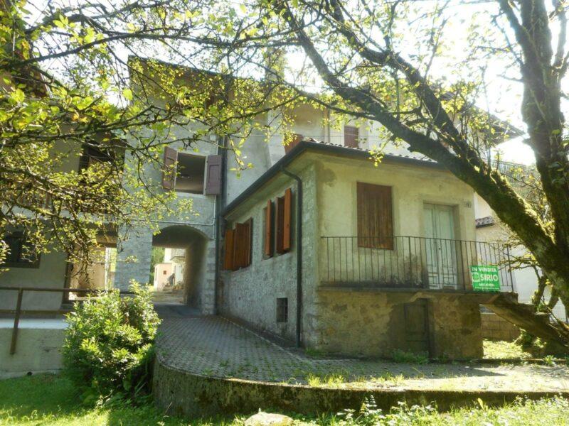 Villa pluricamere ristrutturata con bosco Tramonti di Sopra