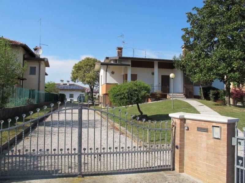 Villa indipendente. Castions di Strada