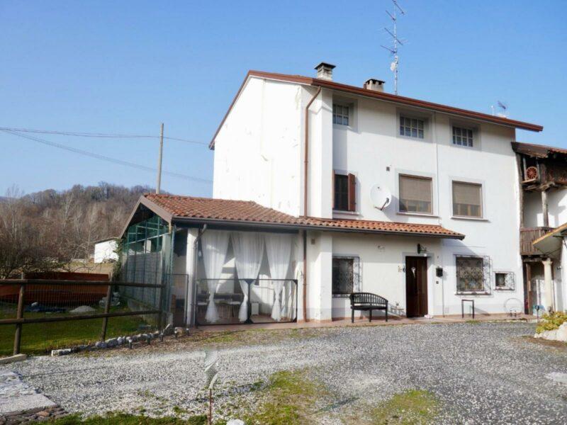 Elegante casa tricamere con accessorio Castelnovo del Friuli