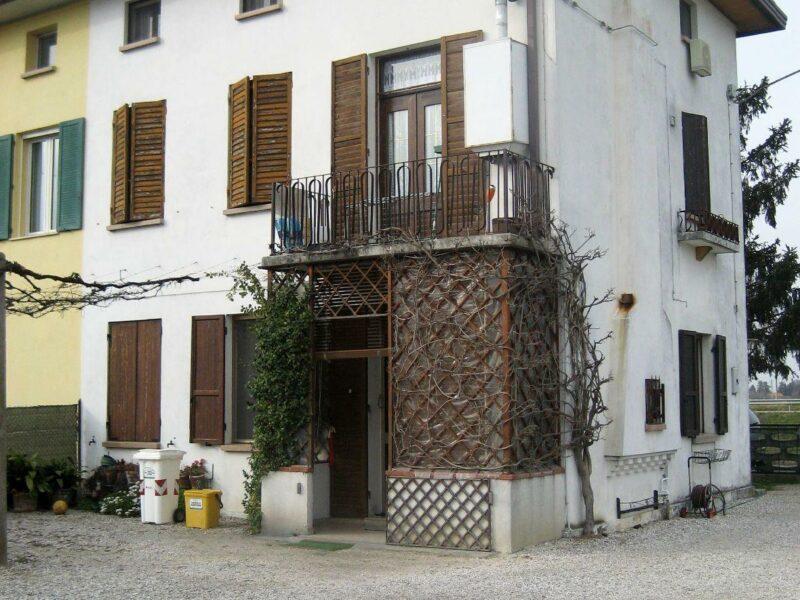 Casa di testa pluricamere con giardino Portogruaro
