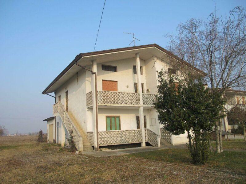 casa indipendente con 1200 mq di giardino Pocenia