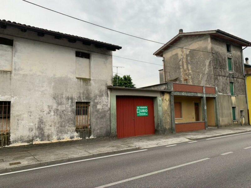 CASA A SCHIERA BICAMERE CON SPAZIOSE DIPENDENZE Rive d'Arcano